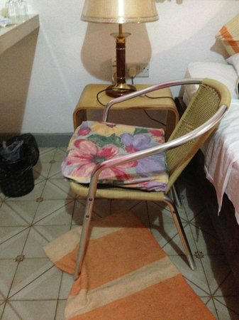 Auberge D'Anse Boileau : The only chair in the room, very low and uncomfy