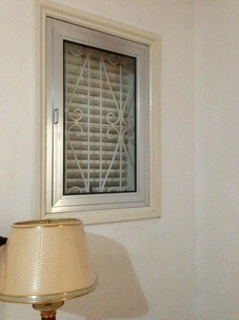 Auberge D'Anse Boileau : One of the two windows in the room, no view