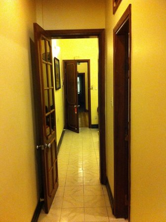 Lucky Hotel: Hallway