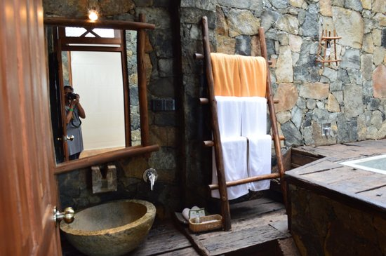 98 Acres Resort and Spa: Loved the bathroom