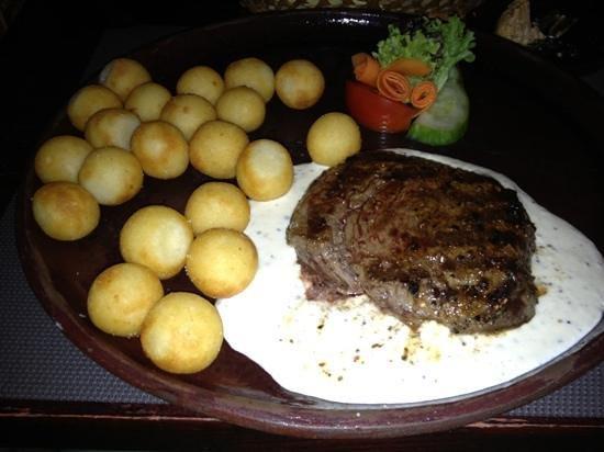 Al Capone: ryggbiff med kroketter och pepparsås. sirlionsteak with peppersauce.