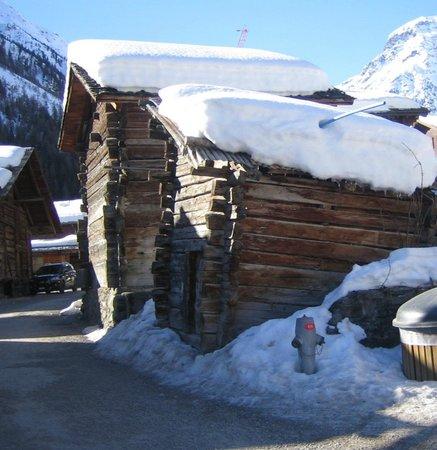 Hotel de Moiry: village