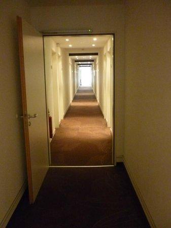 موتيل وان ليبزيج - نيكولايكيركي: Corridoio per le camere