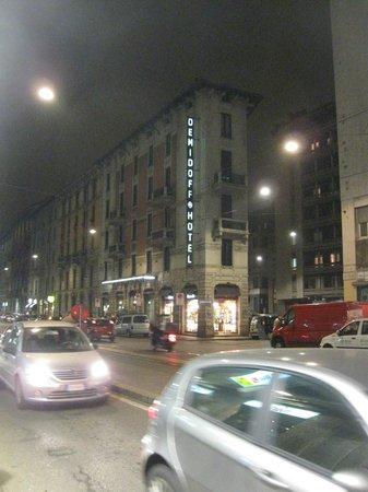 Demidoff Hotel: Il Demidoff nel traffico serale