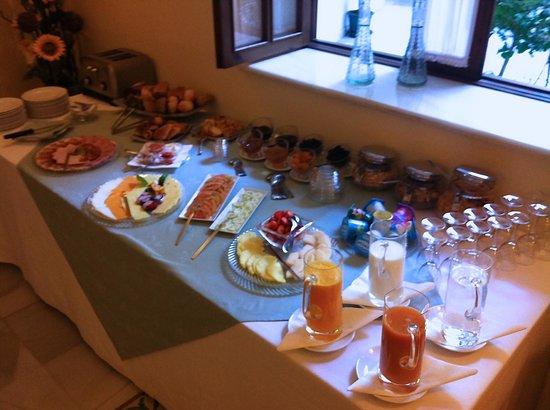 Casa Grande: Frühstücksbuffet mit frisch gepresstem Orangensaft