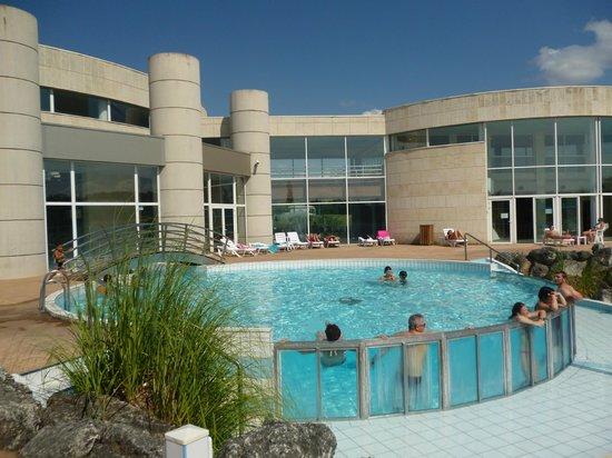 Vue de l 39 ext rieur espace fumeur photo de les antilles for Construction piscine jonzac