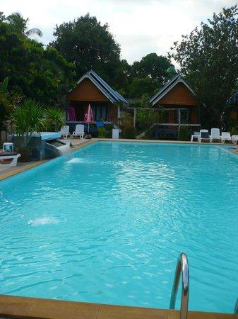 Lanta Sunny House: piscine