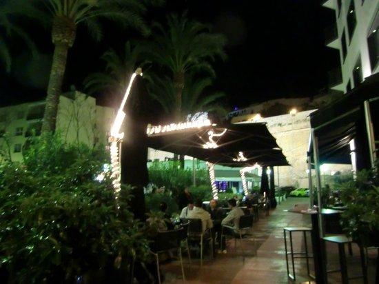 Hostal Parque: terraza del hostal