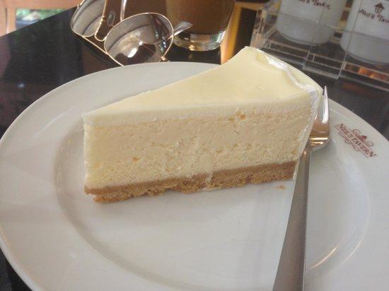 Neil's Tavern Restaurant & Bake Shoppe: Cheese cake