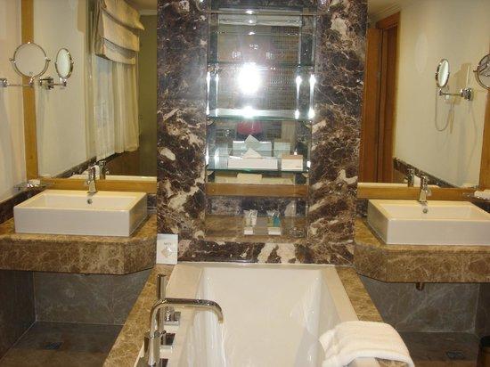 Vasca Da Bagno Grande Prezzi : Vasca da bagno grande vasche da bagno como vidori habitas srl