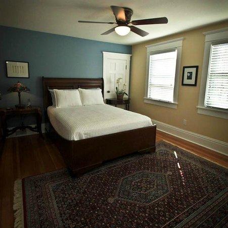 Three Oaks Inn: Fireside Suite