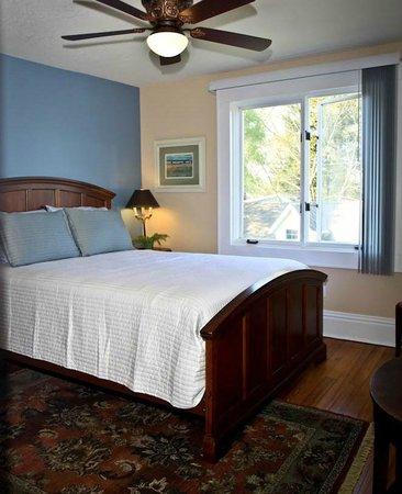 Three Oaks Inn: Sunset Suite