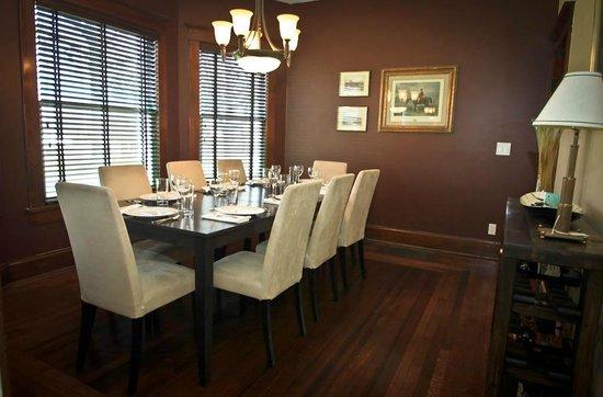 Three Oaks Inn: Dining Room