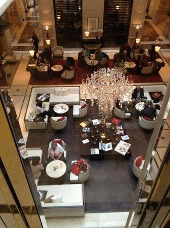 Palais Hansen Kempinski Vienna : Lobby vom Glaslift