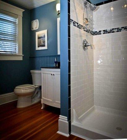 Three Oaks Inn: Sunset Suite, Bathroom