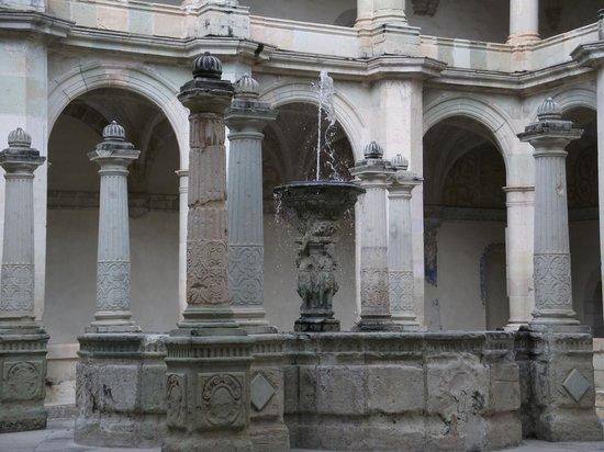 Museo de las Culturas de Oaxaca: Central fountain