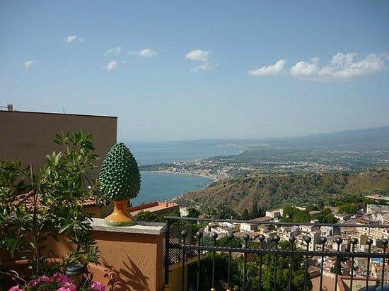 Villa Barone - Luxury B&B: terrazza colazioni