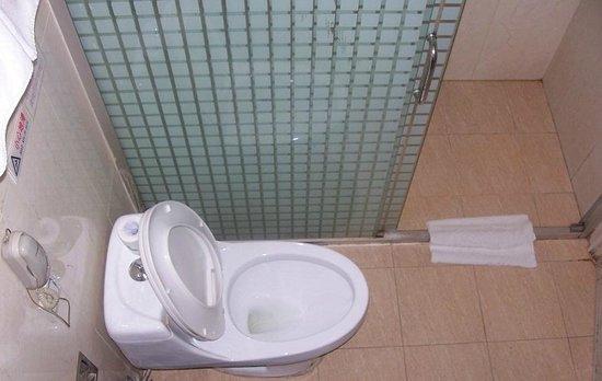Aiqun Hotel: Towel to help with the door