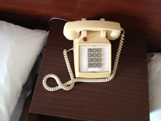Auburn Lodge Hotel & Leisure Centre: Telephone in room, like going back in time