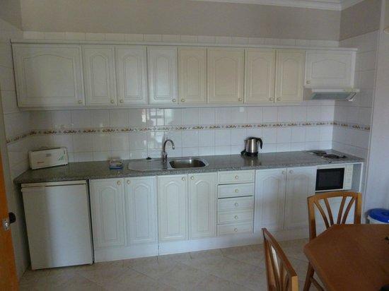 Paladim Aparthotel : Kitchen.