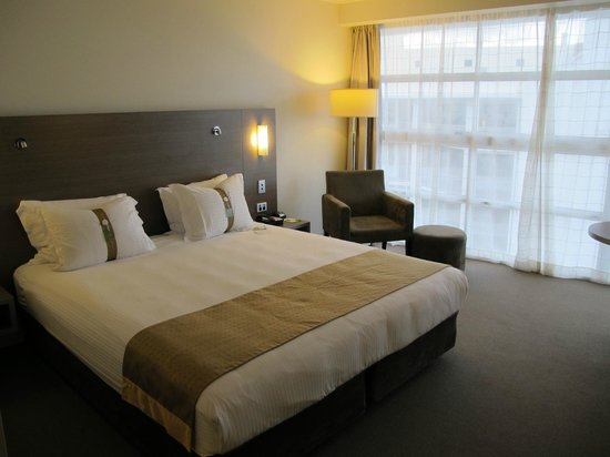 DoubleTree by Hilton Hotel Cairns: King bed standard room
