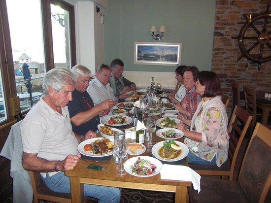 The Pier House Hotel: sehr guter Tisch im Restaurant mit Blick zum Hafen