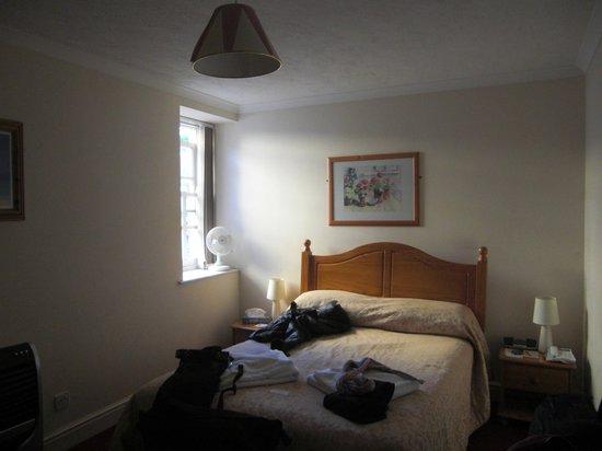 The Pier House Hotel: kleines Zimmer direkt über der Küche gelegen