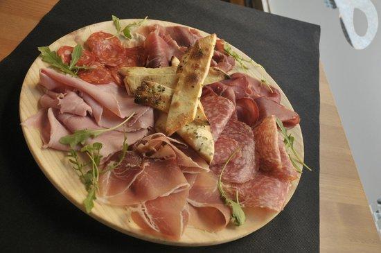 Pizzeria La Bella Italia: Tabla de embutidos Italianos