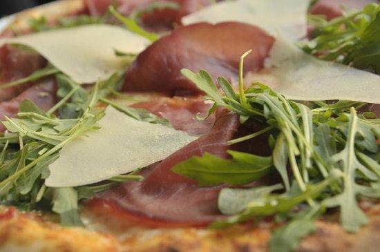 Pizzeria La Bella Italia: Pizza 68- Bresaola, rucola e scaglie di grana