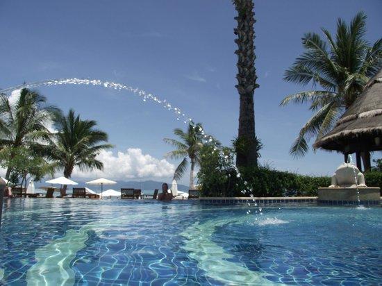 Bandara Resort & Spa: Pool in Strandnähe