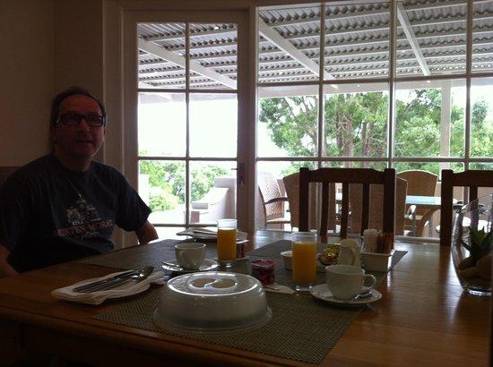 South Villa Guest House: Frühstück im Lounge