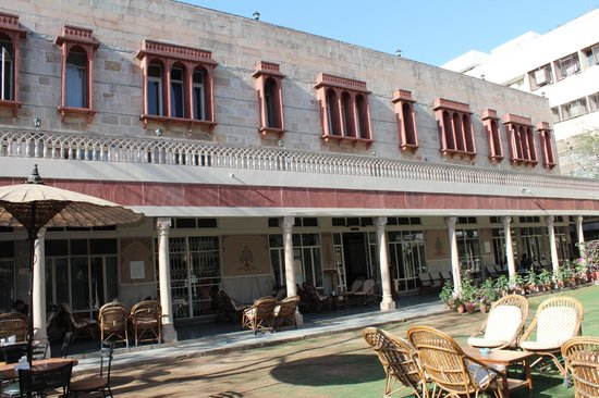 Hotel Arya Niwas: Front view