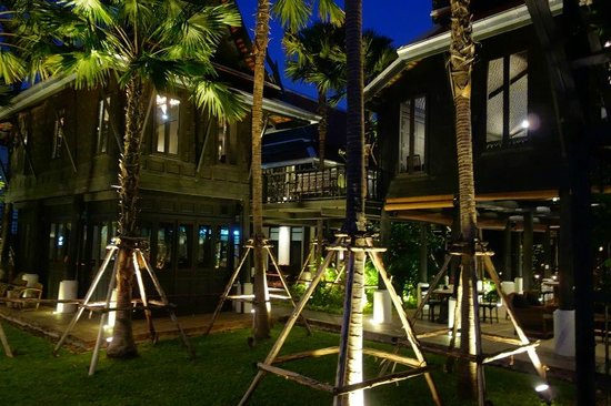 Chon Thai Restaurant: Chon is set inside these century old Thai houses that were brought to Bangkok by Jim Thompson