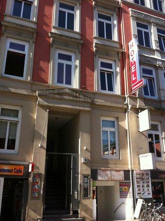 Novum Hotel Koenigshof Hamburg Innenstadt : entrada