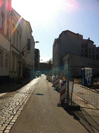 Novum Hotel Königshof Hamburg : la calle del hotel