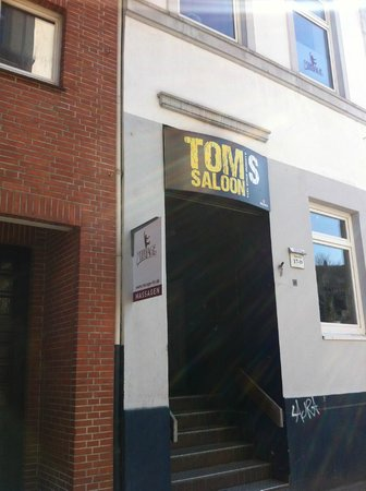 Novum Hotel Konigshof Hamburg: Bar gay enfrente del hotel :)