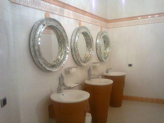 Palace Hotel : bagno piano terra