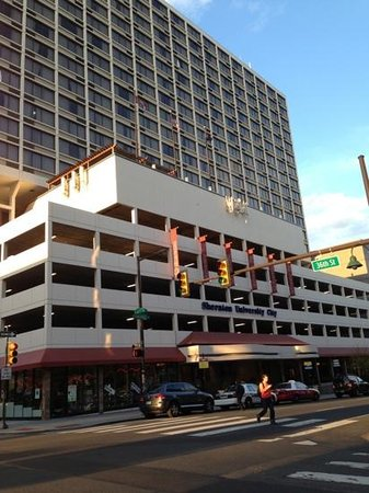 Sheraton Philadelphia University City Hotel: front of hotel
