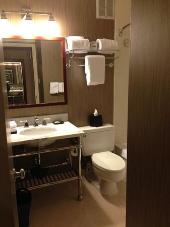 Sheraton Philadelphia University City Hotel: bathroom