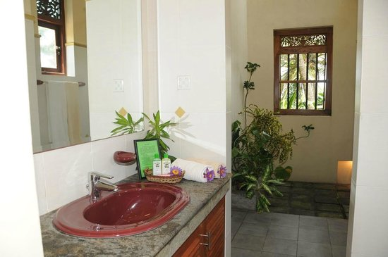 Max Wadiya: The bathroom and shower area in the Tangerine Suite