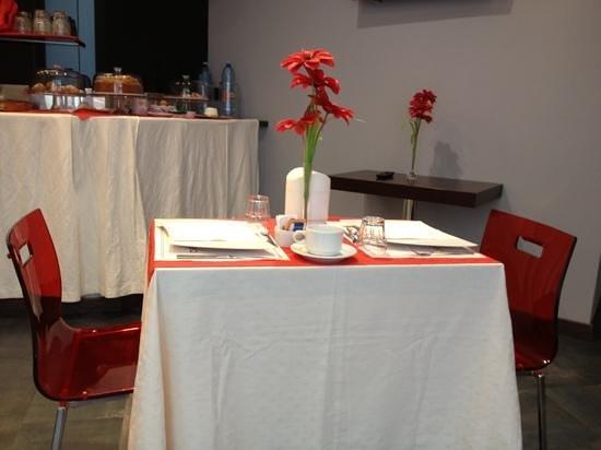 Vescovo Rosso: mini-tavolino per la colazione