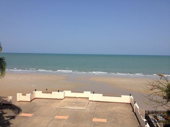 Sea Breeze Guest House: The view from my room at Beach Terrace.