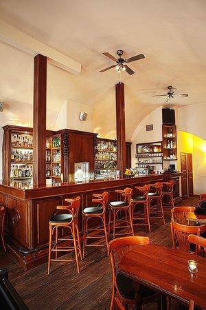 """Jo""""s Bar & Restaurant"""
