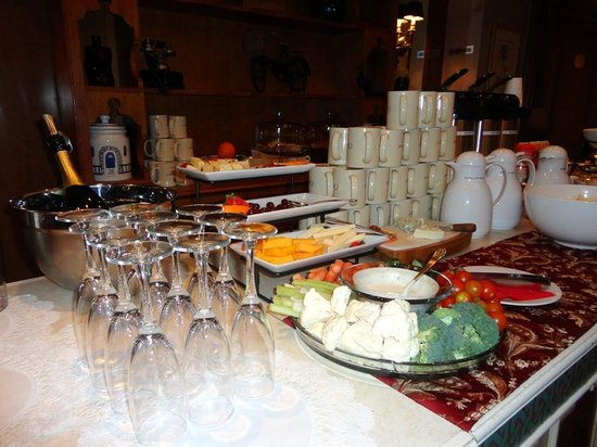 Casablanca Hotel by Library Hotel Collection: Wine and cheese reception