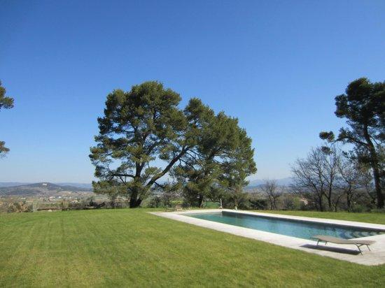 Le Mas del Sol: Le jardin et la piscine, avec une vue magnifique sur la vallée