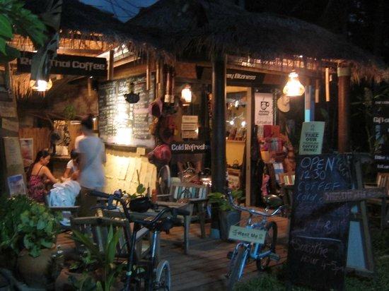 Monkey Biziness Cafe - Koh Lanta : บรรยากาศยามเย็น
