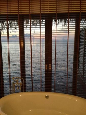The Residence Maldives: from the tub!