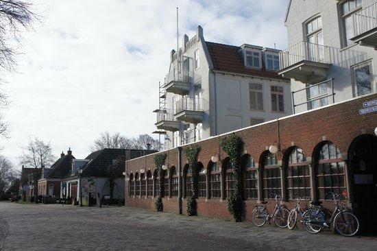 Schiermonnikoog, Países Bajos: Vanaf de straat gezien