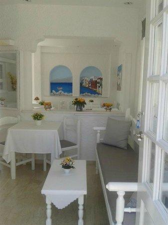 Milena Hotel: Entrada y comedor