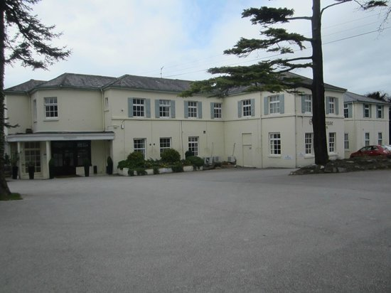Oriel Country Hotel & Spa: Hotel from the road side